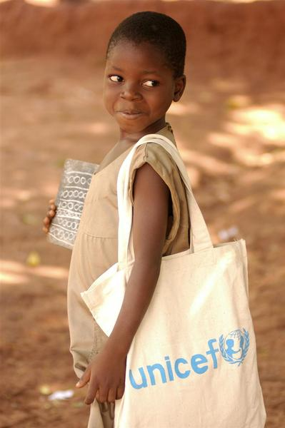 Child with UNICEF bag