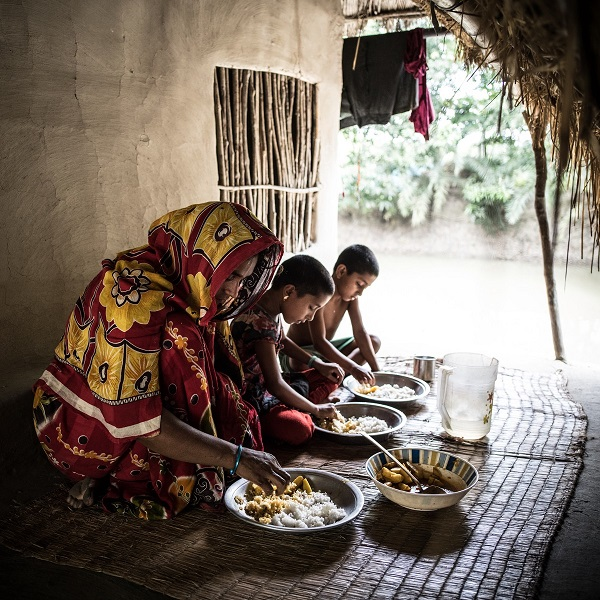 Rexona in Bangladesh has learned through a local clinic how to make healthier food choices for her family,