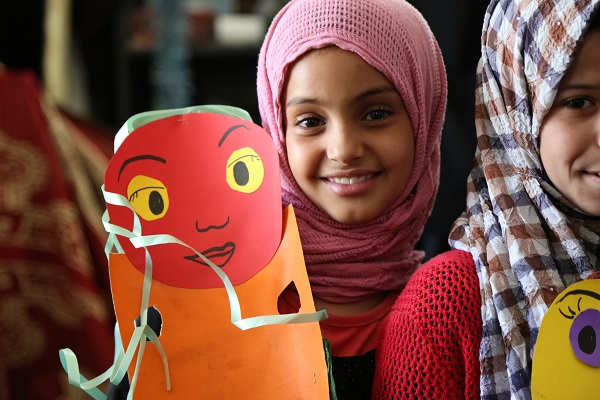 A Syrian girl has fun with arts and crafts