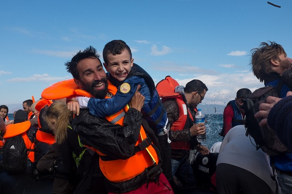 Syrian volunteer helps Syrian refugees in Greece