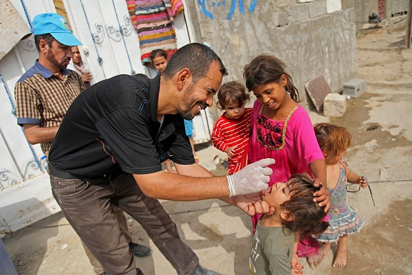 To protect children caught in conflict, UNICEF vaccinators reach those in besieged and hard-to-reach areas.