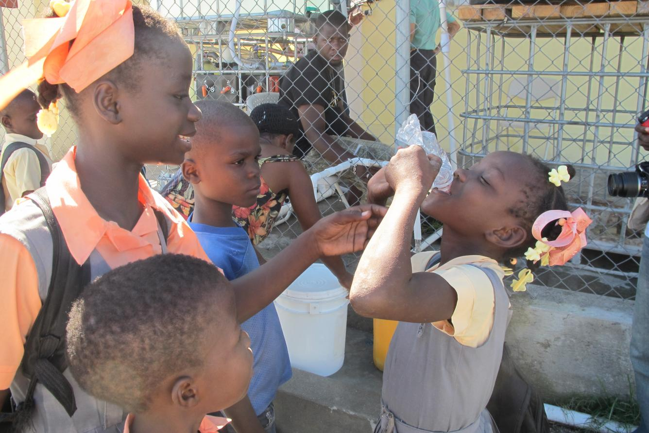 In the areas affected by Matthew, more than 100 000 children are receiving safe water through UNICEF partnerships to treat water.