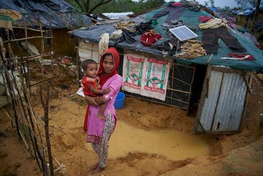 A Rohingya mother and child in a refugee camp in Bangladesh