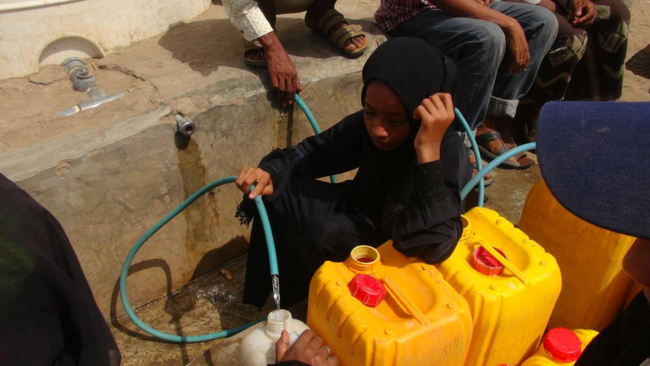 yemen girl getting water