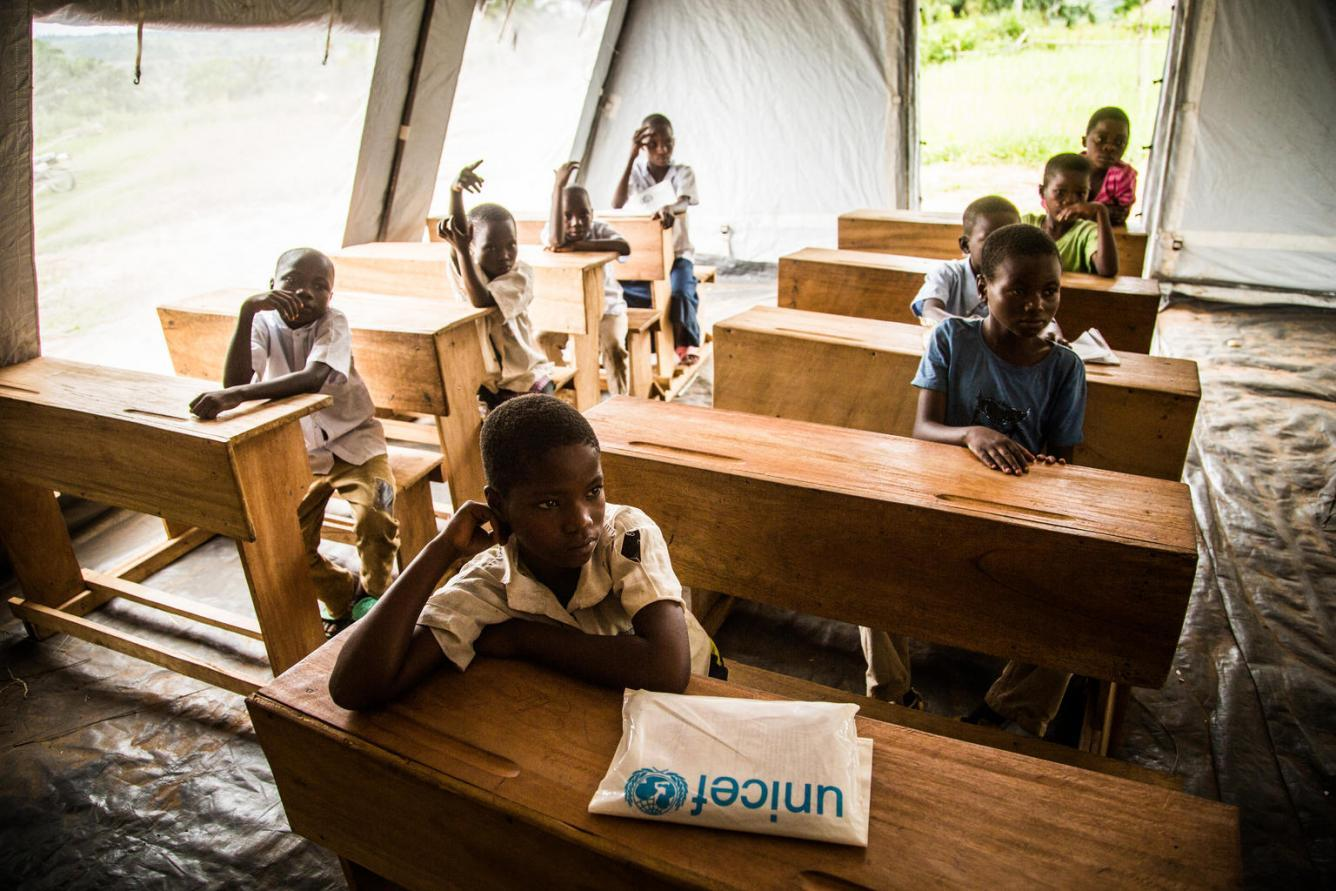 Children in a temporary learning centre in the DRC
